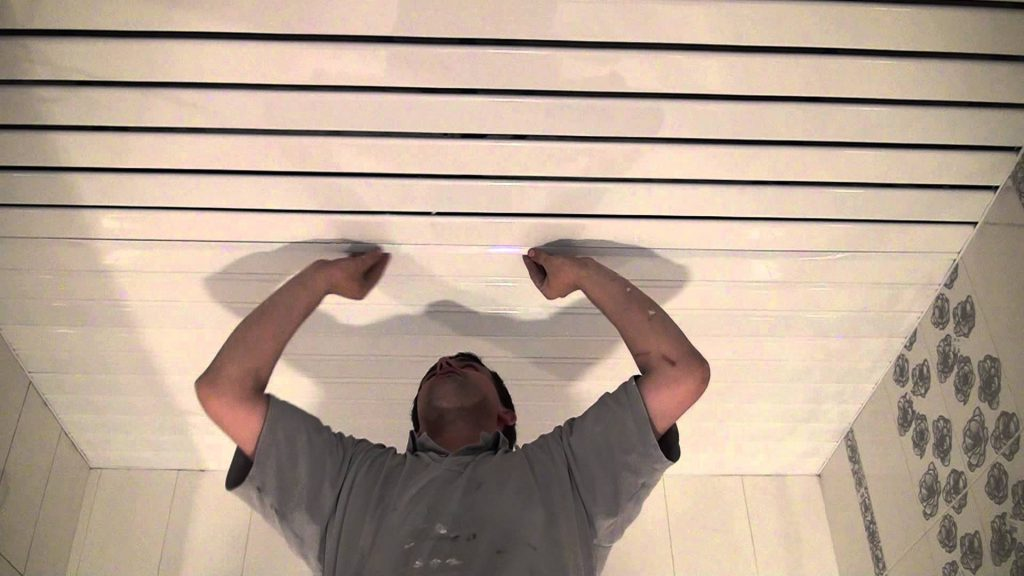 Монтаж реечного потолка в Уфе