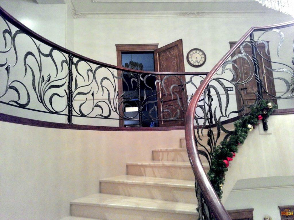 Кованые перила для лестниц под заказ в Уфе